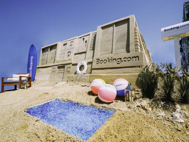 Una estancia en un castillo de arena: la nueva experiencia  de Booking.com