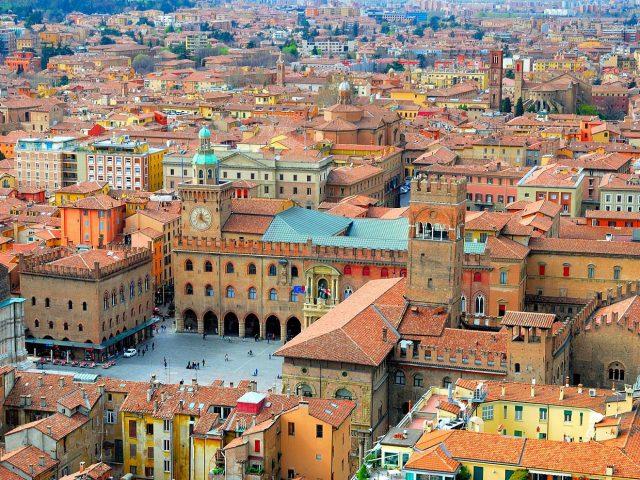 Bolonia, la ciudad universitaria de Copérnico y Dante